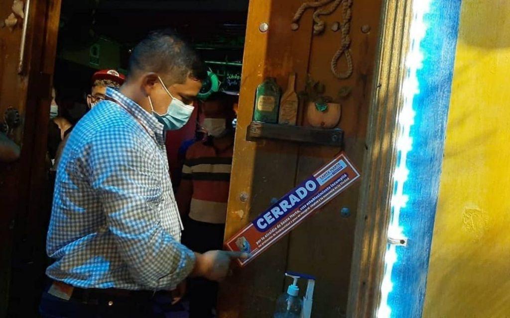 Suspenden a dos establecimientos comerciales por no acatar los protocolos de bioseguridad - Noticias de Colombia