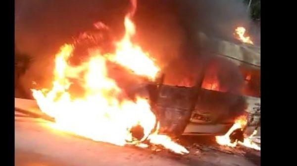 Vans incendiada