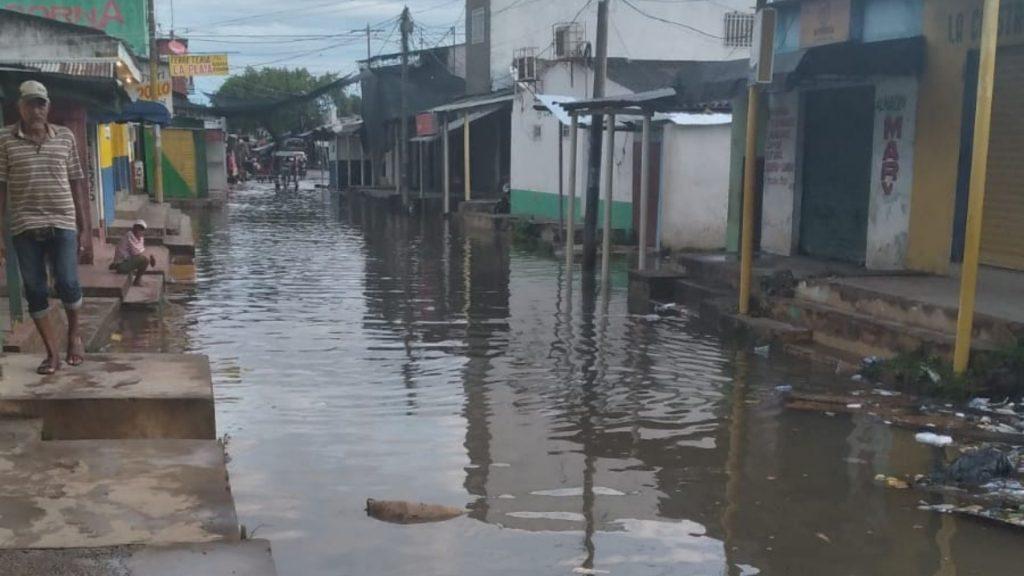 Lluvias en El Banco causaron inundaciones en establecimientos comerciales - Noticias de Colombia
