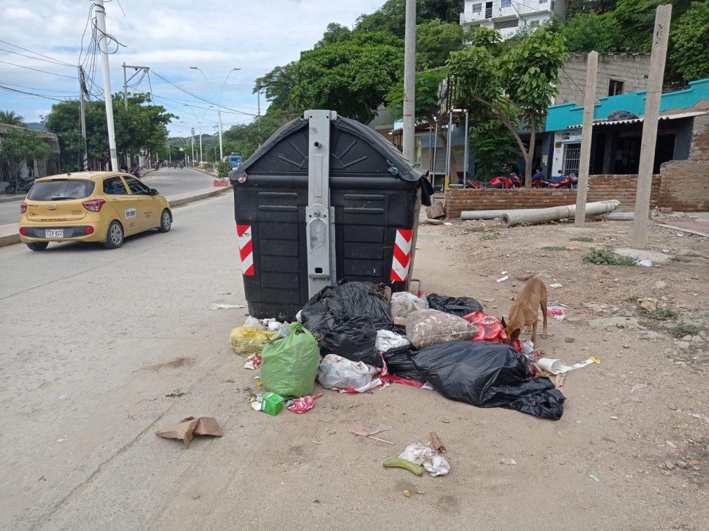 Calles de Santa Marta están colapsadas de basuras - Noticias de Colombia